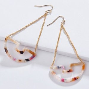 Jewelry - [NEW Gorgeous] Swirl Tortoise Dangle Earrings